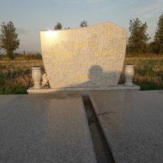Nadgrobni Spomenici 033