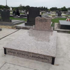 Nadgrobni Spomenik 060